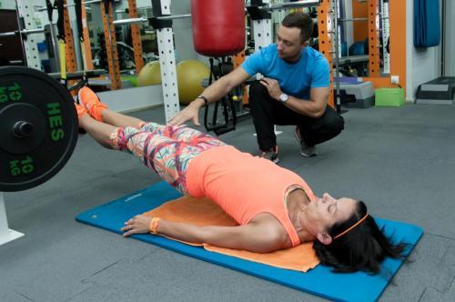 cwiczenia na nogi z TRX